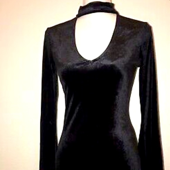 Adam Levine S Black Velvet Dress